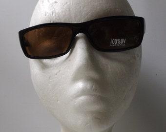 black sunglasses. deadstock vintage. men sunglasses. sunglasses women. 90s sunglasses. sunglasses vintage. rectangular frames. retro eyewear