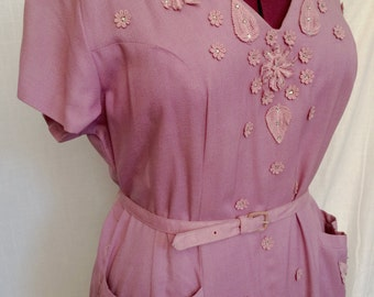 Vintage 1950s Glam Lavender Linen Dress with Embroidery & Rhinestones Size 16