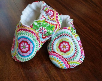Baby shoes - baby girl shoes -  baby booties - soft sole shoes - baby moccs