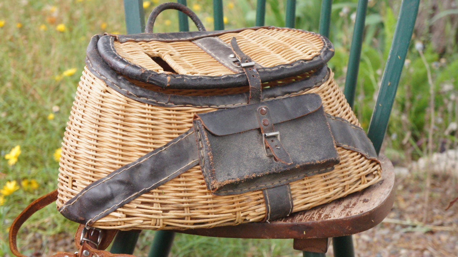 Vintage 50s 60s fishing creel basket bag cabin decor beach for Beach cabin decor