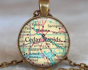 Cedar Rapids, Iowa map pendant, Cedar Rapids map necklace, Cedar Rapids pendant Cedar Rapids necklace, travel map jewelry keychain key chain
