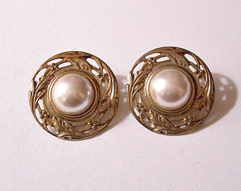Pearl Open Disc Pierced Post Stud Earrings Gold Tone Vintage Open Flower Swirl Embossed Edge Design