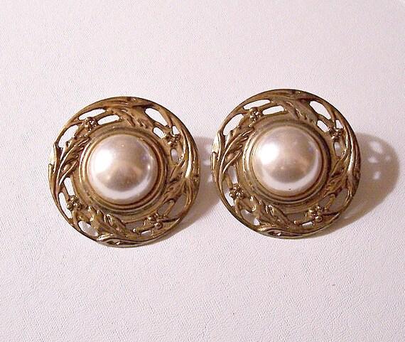 Pearl Open Disc Pierced Post Stud Earrings Gold Tone Vintage Open Flower Swirl Embossed Edge Design