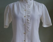 "Vintage 70's Shapely Short Sleeved Cream Blouse with Ruffled Details on Collar and Right Front Edge Bust 37"" Waist 34"""