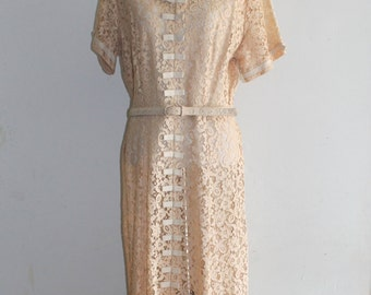 Vintage Wedding dress Vintage bride 40s or 50s Good Housekeeping caramel off-white lacy dress beige lace dress original matching belt medium
