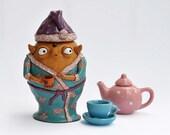 Loose tea or coffee holder: sleepy babooshi in a dressing-gown