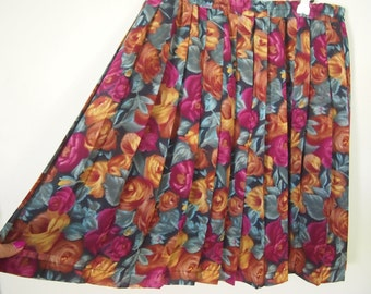 Vintage 1980s pleated skirt with roses
