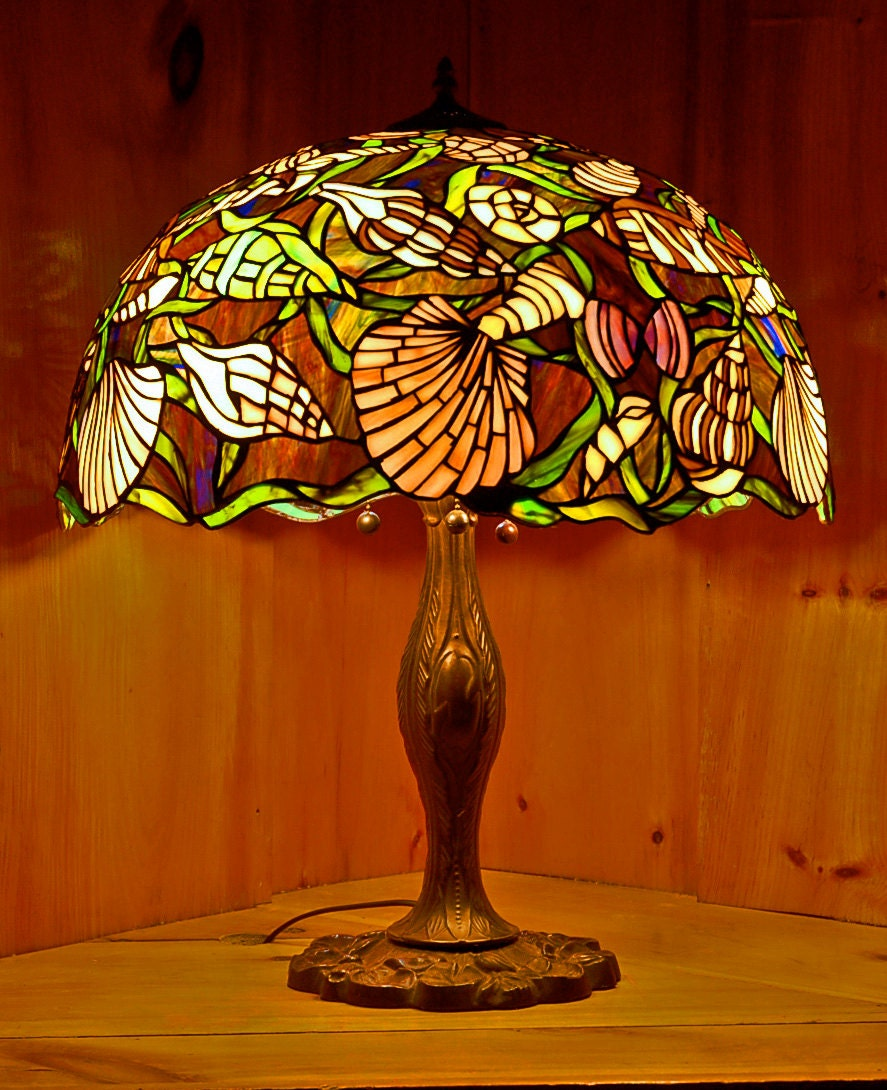 20 shell design stained glass lamp shade w free floor. Black Bedroom Furniture Sets. Home Design Ideas