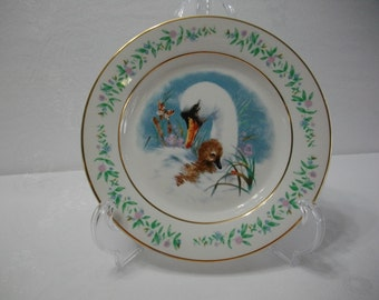 Avon Gentle Moments 1975 Swan and Baby Collectors Edition Vintage Decorative Collectors Plate
