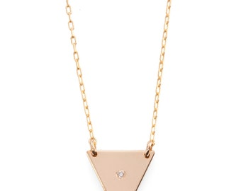 Small triangle necklace. Available in goldfilled/silver. set with one zirkon. hand made.