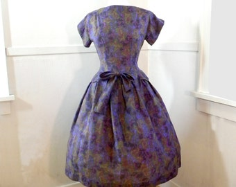 Beautiful 1950s Peplum Dress MEDIUM / Full Skirt Dress / Floral Cotton Purple Blue Green / Short Sleeves Peplum Medium / Toni Todd