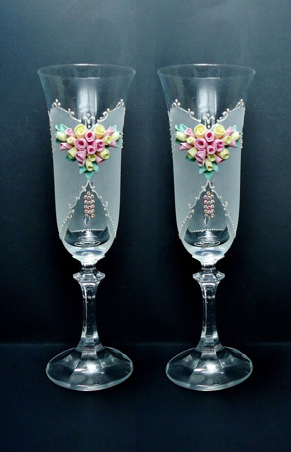 Items similar to spring wedding champagne glasses - Copas de cristal decoradas ...