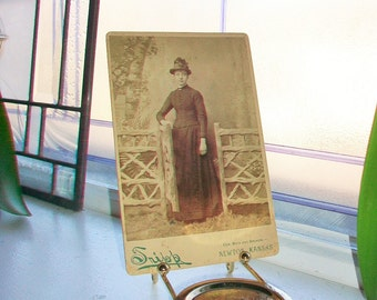 Antique Photograph Victorian Woman 1800s Cabinet Card