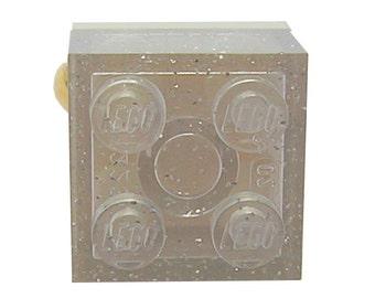 Brique LEGO (R) 2x2 transparente pailletée sur un support de bague plaqué argent/or réglable