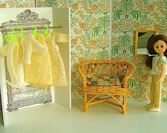 Flowery Peach & Cream 1:6 Scale DOLL DIORAMA Dressing Room for Blythe,Ginny, Betsy McCall, Mme Alexanderkins, Penny Brite