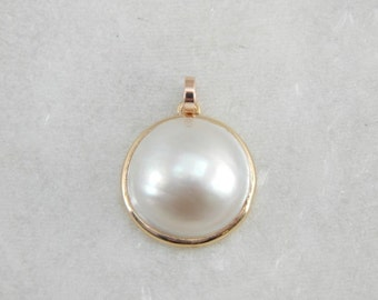 Sweet And Simple Mabe Pearl Pendant W69FYR-D