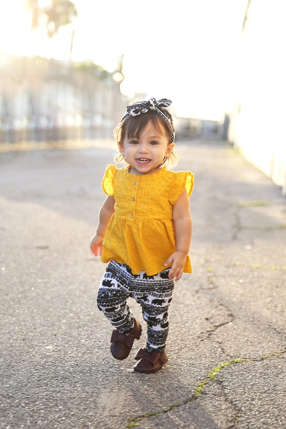 Home Baby Leggings We have a wide variety of baby leggings in all colors customized both for boys and girls. The summer colors collection is our latest collection which is available in a number of different and bright colors such as red, yellow, pink, orange, green, blue and many more.
