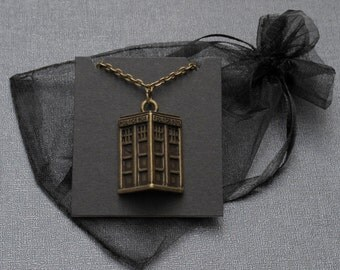 Doctor Who TARDIS necklace – cosplay jewellery – convention accessory