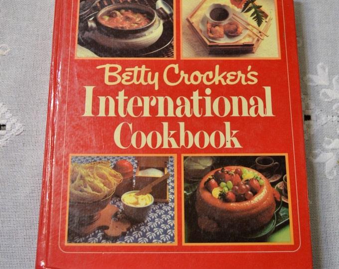 Betty Crocker International Cookbook Vintage Book 1980  PanchosPorch