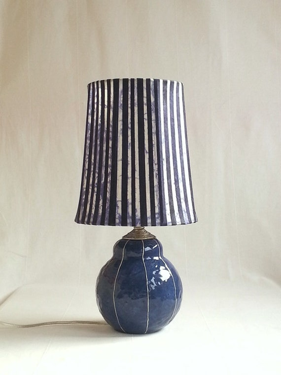 small bedside table lamp modern ceramic base in dark blue modern. Black Bedroom Furniture Sets. Home Design Ideas