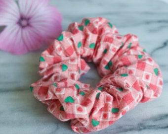 Haar Scrunchie - hart Scrunchie - handgemaakte Scrunchy - groene hart vierkanten roze - katoen Scrunchie - paardenstaart houder - haartoebehoren
