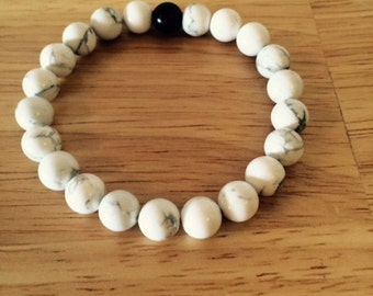 FREE SHIPPING in USA! 8mm Natural White Howlite and Matte Black Onyx Spiritual Bead Bracelet on Stretch Cord