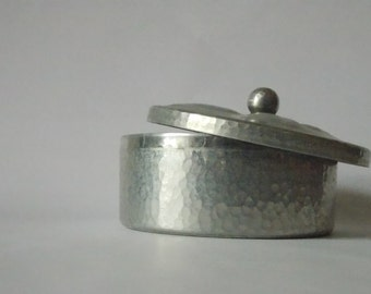 Maggi hammered metal round box