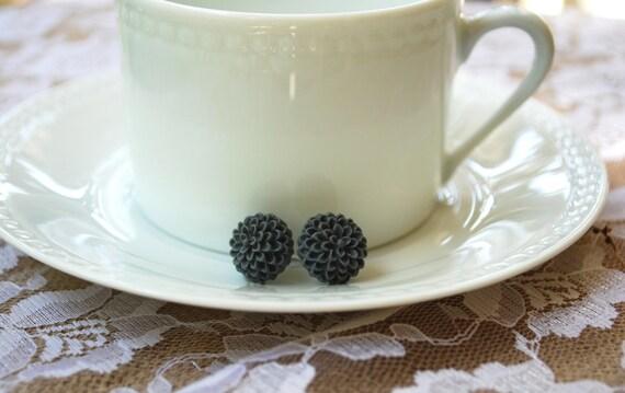 SALE Charcoal Grey Flower Earrings - Grey Chrysanthemum Earrings - Grey Flower Earrings - Resin Flower Earrings - Grey Flower Stud Earrings