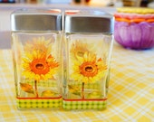 Just Reduced ---Pretty Sunflower Salt and Pepper Shaker Set Vintage