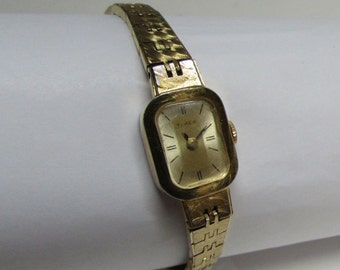 Timex Ladies Wind Up Watch ~ 17 Jewels ~ Gold Tone ~ Runs Good ~ Original Band ~ Vintage Watch ~