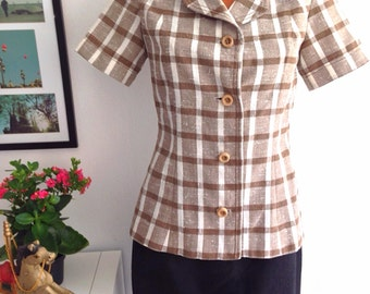 Vintage 70s Jacket ladies short sleeved, Beige plaid print suit style jacket skinny fit with wooden buttons