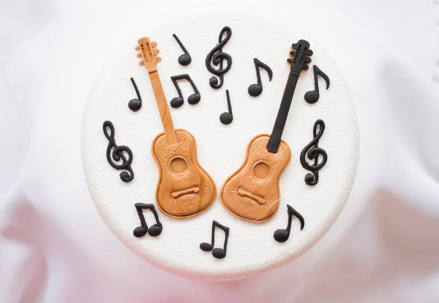 Cake Decorating Music Notes : Guitar Musical Notes cake topper 14pcs edible fondant ideal