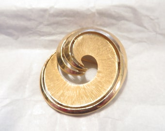 Vintage Trifari Gold Tone Brooch