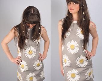 Daisy Print Grey Sleeveless Shift Dress