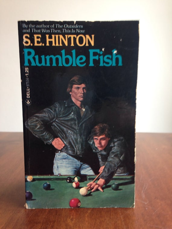an overview of the rumble fish by s e hinton Rumblefish is a coming of age novel by se hinton, and the sequel to her first classic, the outsiders, although the links between the two are slight the plot.