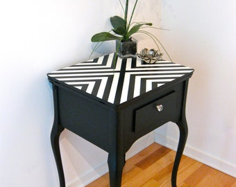 Sold - Table console black and white herringbone