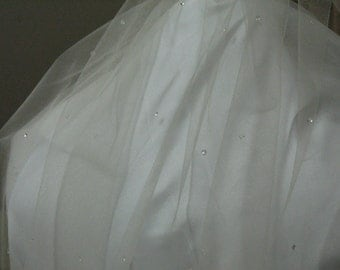 Teardrop accent bridal veil