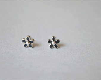 Small black flower stud earrings, 925 sterling silver filled, tiny pair(D25)