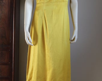 Robe longue vintage  en SOIE  jaune or   années 60 cousue à la main et griffée