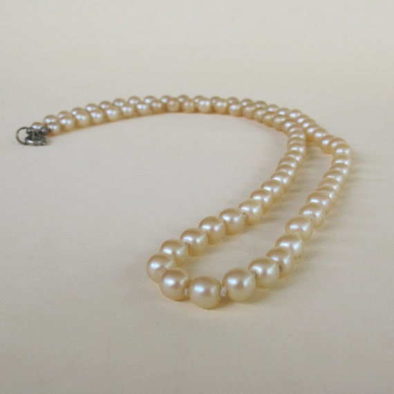 String Pearl Necklace: Vintage Pearl Necklace / Faux Champagne Pearl Necklace / 60s