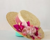 Moireach - Canotier de paja para invitada de boda con detalle de hojas y flores en color rosa y fuchsia, sombrero de paja, invitada de boda