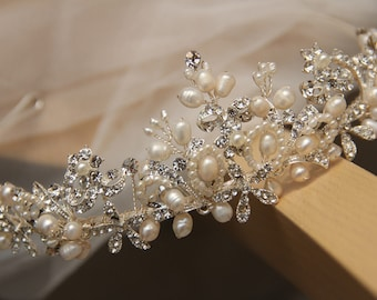 Bridal Tiara, Wedding Accessary, Bridal Headpiece, hair accessory made of clear crystals and ivory pearls.