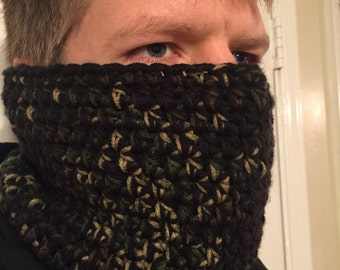 Thick warm camoflouge neck warmer for men. Cowl. Face mask. Crochet.
