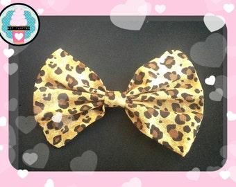SUPERCUTE! KAWAII  Rockabilly Leopard Print Hair Bow Clip