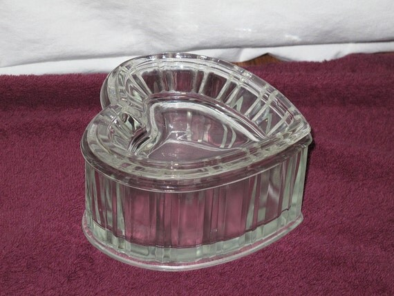 Ftda vintage 1982 heavy glass heart shaped candy trinket dish for Heart shaped jewelry dish