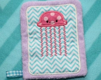 Applique Jellyfish Wash Mitt Embroidery Machine Design for the 5x7 hoop size