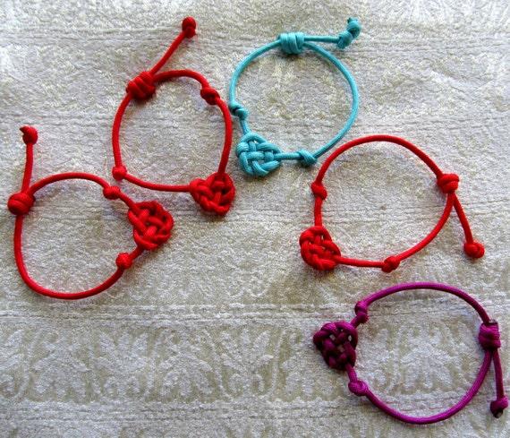 bracelet noeud de coeur celtique bracelet en par. Black Bedroom Furniture Sets. Home Design Ideas