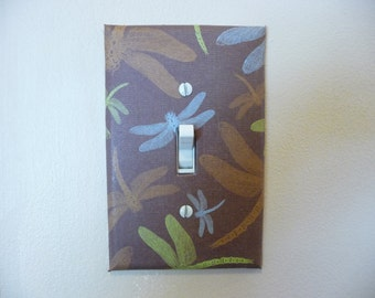 Single switch plate decorated with dragonflys