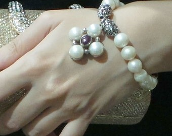 White and Button Pearl Bracelet