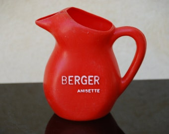 French advertising Berger  water jug in light molded red plastic. 1970. Retro living.
